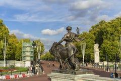 Agricoltura bronzea della statua, Victoria Memorial, Londra Gran Bretagna Fotografia Stock Libera da Diritti