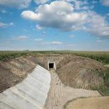 Agricoltura, cantiere del canale di irrigazione nel campo Immagine Stock Libera da Diritti