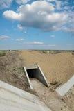 Agricoltura, cantiere del canale di irrigazione nel campo Immagini Stock