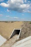 Agricoltura, cantiere del canale di irrigazione nel campo Fotografia Stock