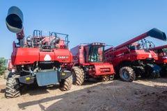 Agricoltura che coltiva le nuove macchine della mietitrice Fotografie Stock Libere da Diritti