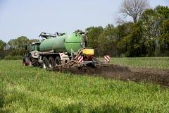 Agricoltura, concime di diffusione La Germania, Europa Immagini Stock