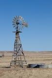 Agricoltura del mulino a vento sulle pianure di Colorado Fotografie Stock