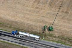 Agricoltura di pompaggio del campo dell'azienda agricola del concime del camion Immagine Stock