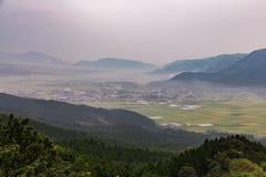 Agricoltura e vulcano del Monte Aso in Kumamoto, Giappone Fotografia Stock