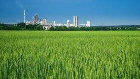 Agricoltura ed industria Immagini Stock