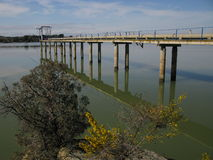 Agricoltura - impianto di irrigazione sul lago Fotografie Stock Libere da Diritti
