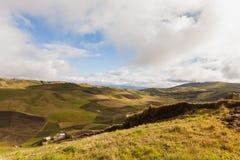 Agricoltura nei picchi di montagna delle Ande Fotografie Stock Libere da Diritti
