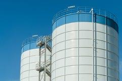agricoltura silos moderno per la conservazione del raccolto di grano Fotografia Stock Libera da Diritti