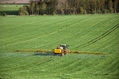 Agricoltura - spruzzatura del raccolto Immagini Stock Libere da Diritti