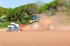 Agricoltura - trattore sul campo Fotografia Stock
