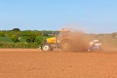 Agricoltura - trattore sul campo Immagini Stock Libere da Diritti