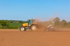 Agricoltura - trattore sul campo Fotografia Stock Libera da Diritti