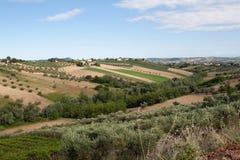 Agricoltura, vista dei campi ed aziende agricole in Italia Immagini Stock Libere da Diritti