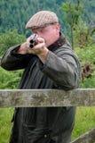 Agriculteur de pays occidental avec un fusil de chasse photo libre de droits