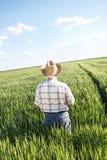 Agriculteur supérieur dans un domaine Photographie stock libre de droits