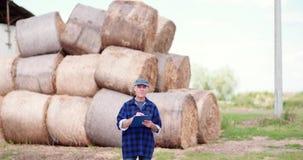 Agriculteur Working d'agriculture de bétail clips vidéos