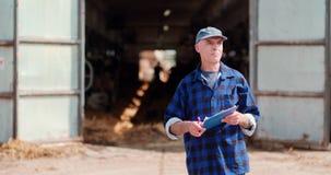 Agriculteur Working d'agriculture de b?tail clips vidéos
