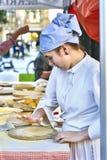 Agriculteurs faisant des talos dans la foire de Santo Tomas San Sebastian Photos libres de droits