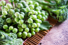 Agriculteurs frais végétaux de ci-dessus avec l'espace photos stock