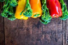 Agriculteurs frais végétaux de ci-dessus avec l'espace photo stock