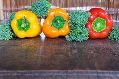 Agriculteurs frais végétaux de ci-dessus avec l'espace Image stock