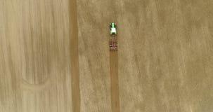 Agricultura - campo que cultiva por el granjero moderno almacen de video