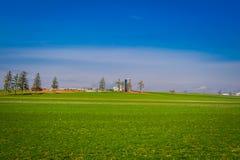 Agricultura do campo do celeiro da exploração agrícola do país de Amish situada em Lancaster imagens de stock