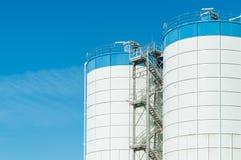 agricultura silos modernos para armazenar a colheita de grão Imagens de Stock Royalty Free