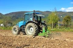 Agricultura, trator de cultivo Fotografia de Stock Royalty Free