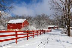 Agricultura y vida rural en el fondo del invierno imágenes de archivo libres de regalías
