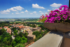 Agricultural landscape with old village in toscana Royalty Free Stock Photos