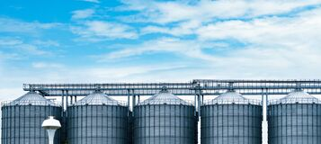 Free Agricultural Silo At Feed Mill Factory. Big Tank For Store Grain In Feed Manufacturing. Seed Stock Tower For Animal Feed Stock Photos - 172875713