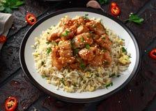 Agridoce picante da galinha alaranjada com arroz dos ovos fritos imagem de stock royalty free