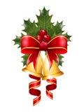 Agrifoglio di Natale con l'arco, il nastro e le campane Immagini Stock