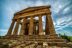 Agrigento, console de Sicília em Italy Dei famoso Templi de Valle, local do património mundial do UNESCO Templo grego - sobras do Fotos de Stock Royalty Free