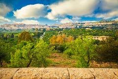 Agrigento miasto widzieć od doliny świątynie Zdjęcie Stock