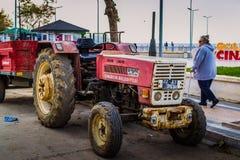 Agrimotor Parkował Obok chodniczka Obrazy Stock