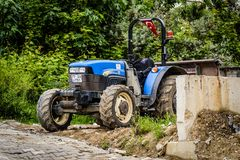 Agrimotor Parkował Obok chodniczka Zdjęcie Stock