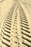 Agrimotorvrachtwagens op het strand Stock Afbeelding