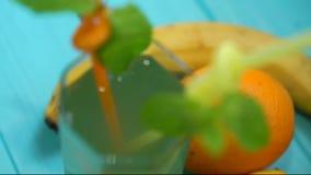 Agrios frescos enteros y partidos en dos clasificados metrajes