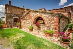 Agritourism w Tuscany na słonecznym dniu Zdjęcia Royalty Free