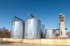 Agro-bearbeta v?xten f?r bearbeta och silversilor f?r att torka lokalv?rd och lagring av jordbruksprodukter, mj?l, s?desslag och royaltyfri fotografi