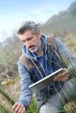 Agronomia badacz analizuje roślinność Obraz Royalty Free