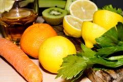 Agrume e frutti con una vista superiore Immagini Stock Libere da Diritti