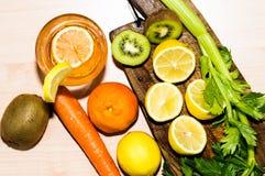 Agrume e frutti con una vista superiore Fotografie Stock