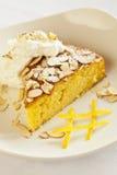 Agrume Olive Oil Cake complétée avec des amandes images stock