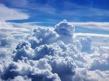 Agrupamento bonito das nuvens sobre Indonésia Foto de Stock