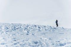 Agrupe a caminhada da cimeira de Hvannadalshnukur da geleira no parque de Vatnajokull da paisagem da montanha de Islândia Imagens de Stock Royalty Free