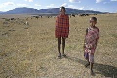 Agrupe el retrato de los ganaderos jovenes de Maasai, Kenia Imágenes de archivo libres de regalías